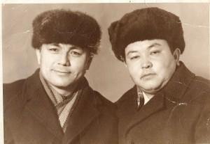 Менинг ёнимдаги киши Ғаллаороллик Абдурашид Сариев исмли кишидир. 1980 -йилларнинг қиш ойларида туширилган расм.